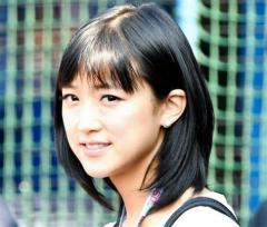 竹内由恵「訃報」読み間違えで報道フロア出禁 湘南の海で膝抱える