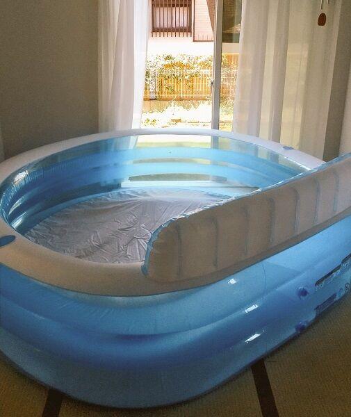 プールが窓枠の大きさを超え外に出せない……