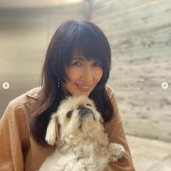 工藤静香、愛犬との2ショット投稿に非難轟々「表現の仕方がどうかと思う」