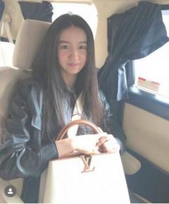 koki,ブランドバッグ持って笑顔で「これ以上被害が出ませんように」…大雨災害へのお見舞い投稿に賛否