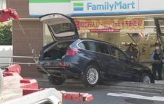 コンビニに車 客1人けが 70代男性「踏み間違えた」東京・練馬
