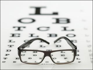 【衝撃】視力が悪い人にしか見えない文字がスゴイwwwwwwwwwwwwwwww