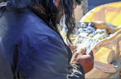 空き缶集めに罰則案、ホームレス「集めないと生きていけない」 川崎市