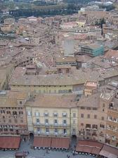 マンジャの塔から見たカンポ広場