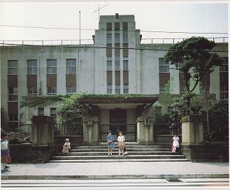 本町小学校正面