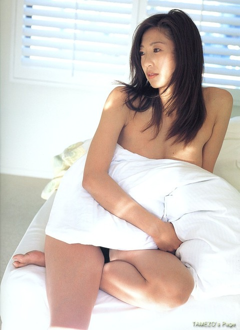 中島史恵さんのランジェリー姿