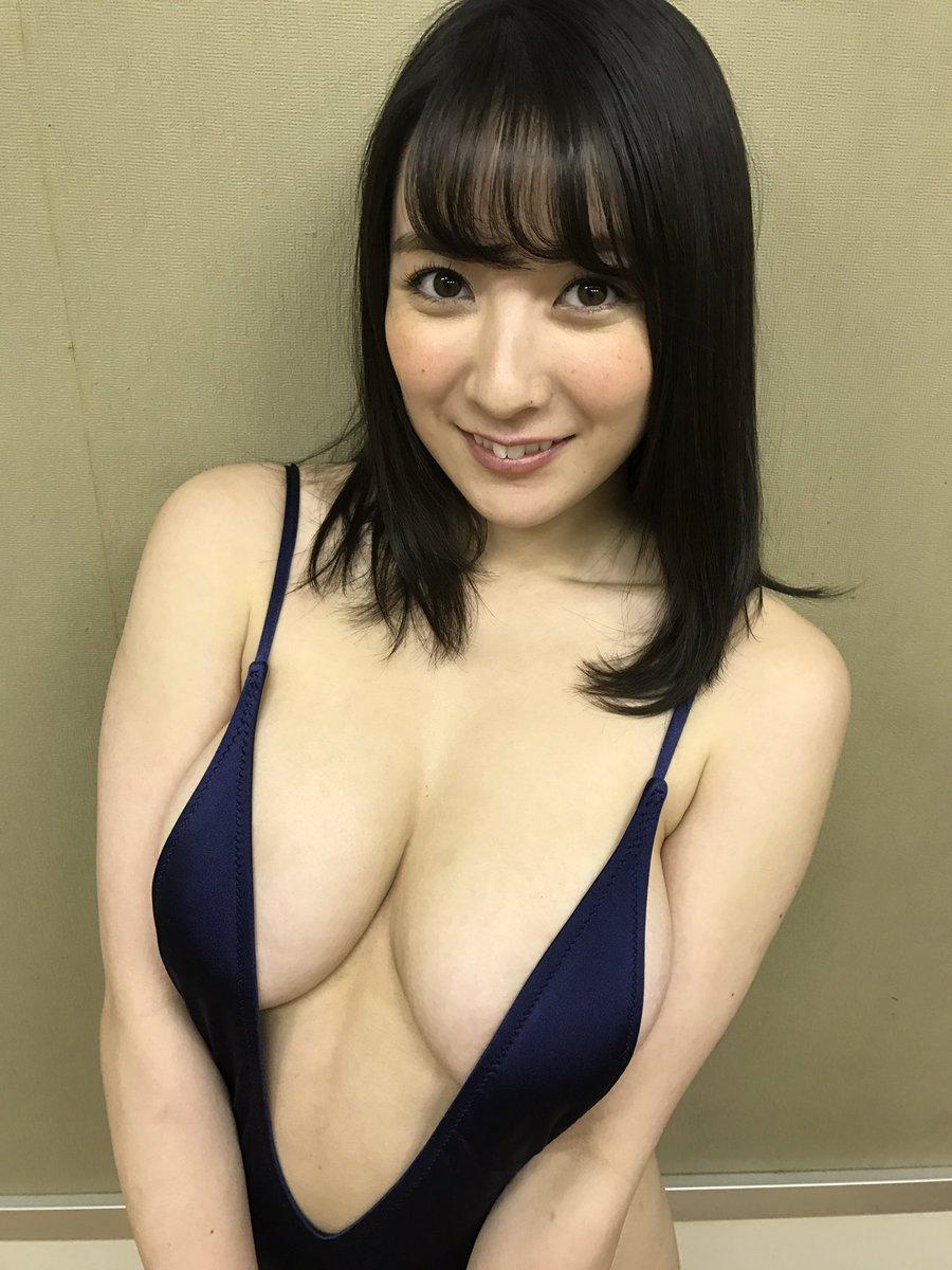 【エンタメ画像】乳房の破壊力と腋がHなFカップビキニギャル紺野栞ちゃんの巨乳ビキニ画像まとめ