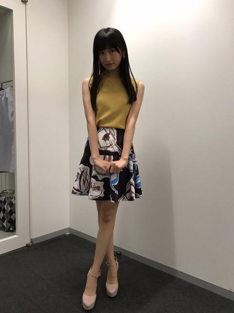 ミニスカート姿の入矢麻衣さん