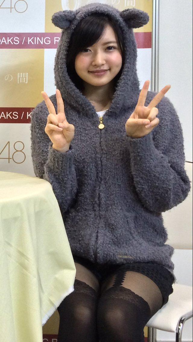須藤凜々花さんのタイツ姿