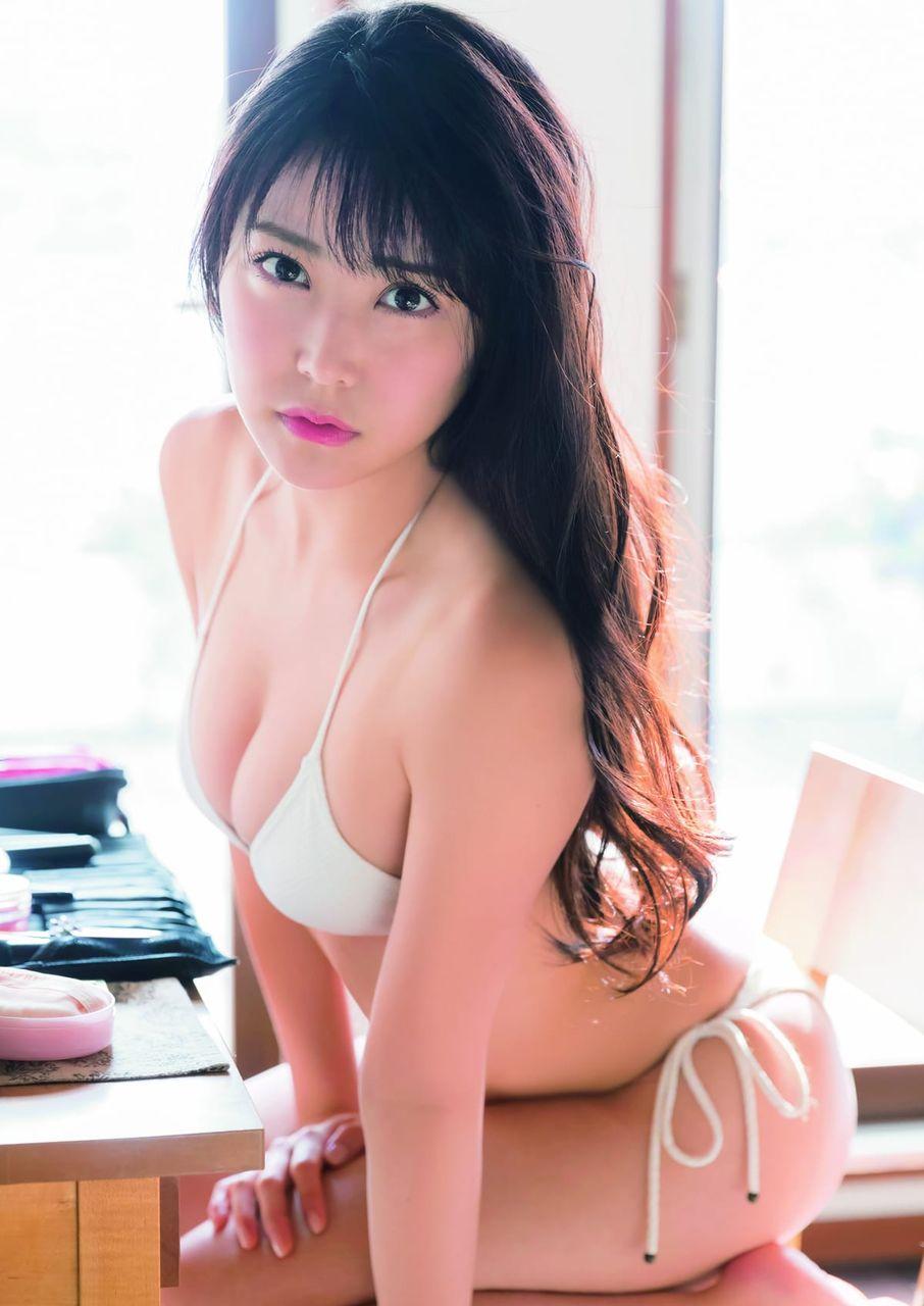 加藤恵さんのインナー姿