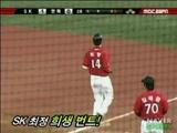 SKの1塁コーチ