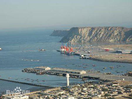 中国はとんでもないものを奪っていきました。スリランカの港です。