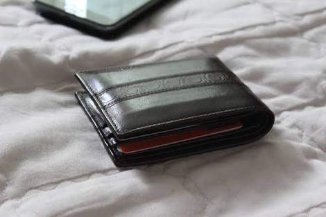 二つ折り財布のメリットってなんだ??