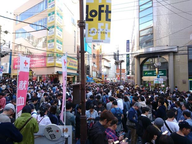 【画像あり】ポケモンGOで町田がとんでもない人混みになる