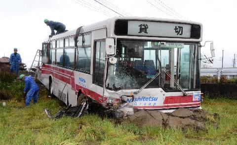 田んぼに落ちたバスを道に戻すだけなのに、なんでここまでの重機が必要なんだよwwwww