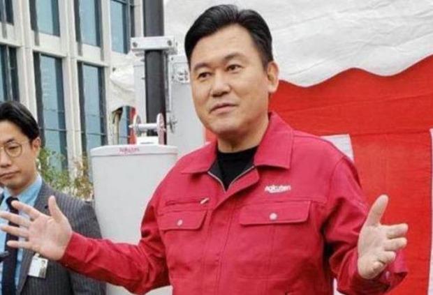 【フサフサ】楽天・三木谷社長「中国製使わない」ソフトバンクとの違いを強調