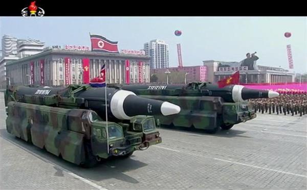 【画像】金正恩「どや、これが北朝鮮のICBMや!」