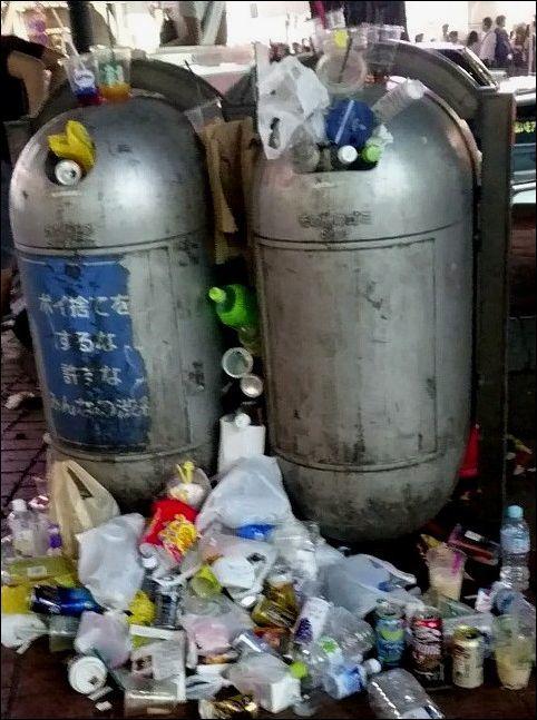 「サッカーの試合後、ゴミを拾って帰る。日本人はマナーがいい」→本当なのか?この画像をご覧ください