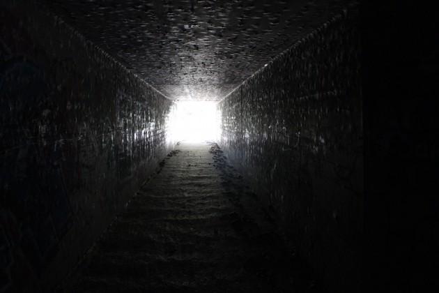 オランダで、「終末」を待ち続け9年間地下で生活していた親子7人が見つかる