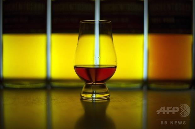 【科学】ウイスキーに水を数滴垂らすとおいしくなる理由