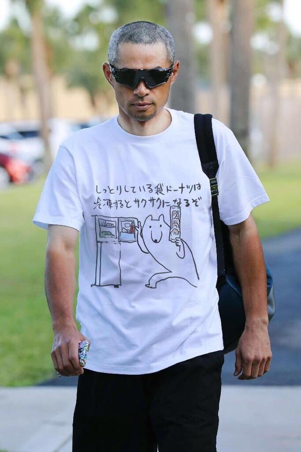 イチローのTシャツ芸に滑ってるぞって言ってあげる優しいおとなはなぜいないのか
