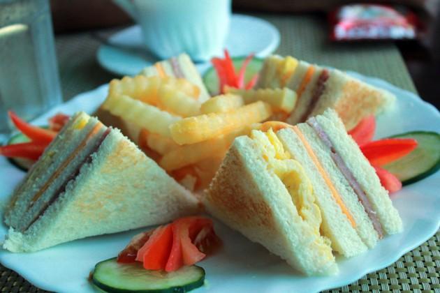 フランスで定番食のサンドイッチが年間販売総数でハンバーガーに抜かれて嘆きの声