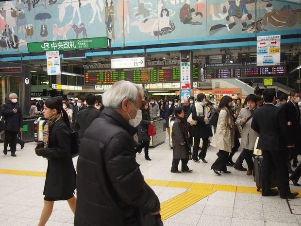 JR新宿駅で刃物男 25歳男逮捕 「むしゃくしゃしてやった」