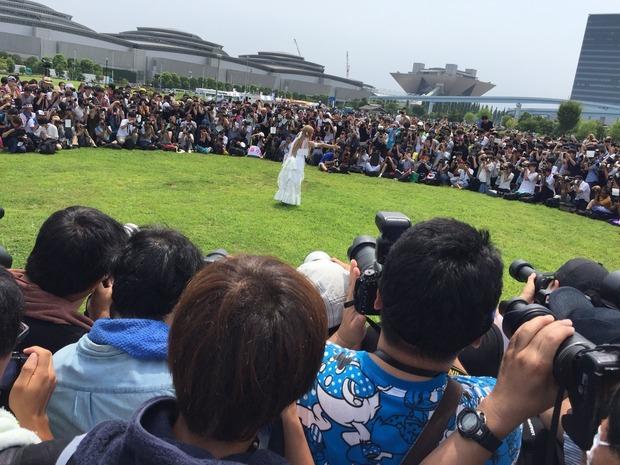 【画像】コミケC94 日本一コスプレイヤーえなこの撮影風景が地獄絵図と話題にwww