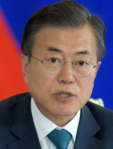 【吉報】文在寅大統領の支持率上昇 日本への強硬姿勢を評価か