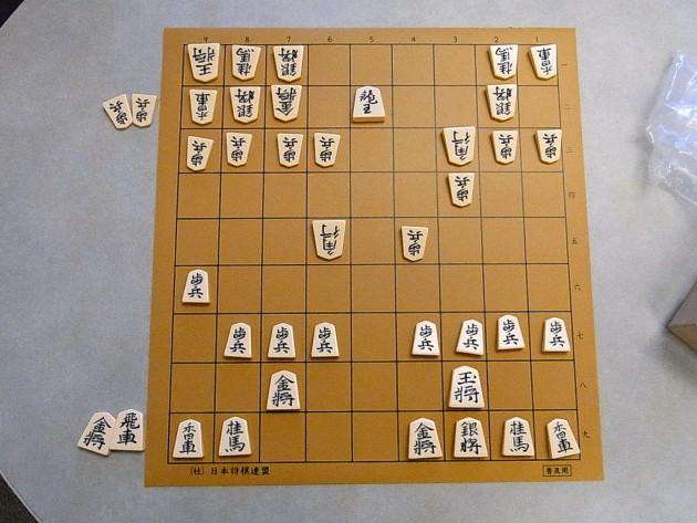朝日新聞「棋譜中継は権利の侵害に当たります。即時中止してください。」 何の権利侵害なのかと話題に