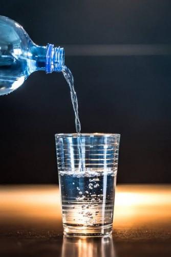 水をたくさん飲むと体に良いって言う奴が多いから