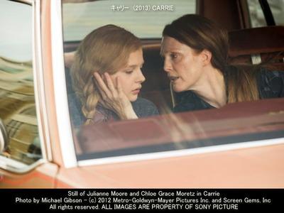 キャリーのキャスト画像(クロエ・グレース・モレッツ Chloe Grace Moretz(左)とジュリアン・ムーア Julianne Moore(右)) ▼画像クリックで640x480pxlsに拡大します。