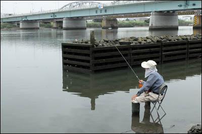 170906-006ハゼ釣り2017_荒川堀切橋