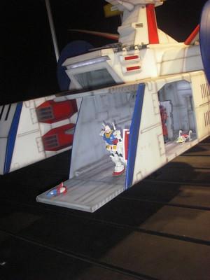 ホワイトベースを実物サイズで作ったら・・・軍艦以上か