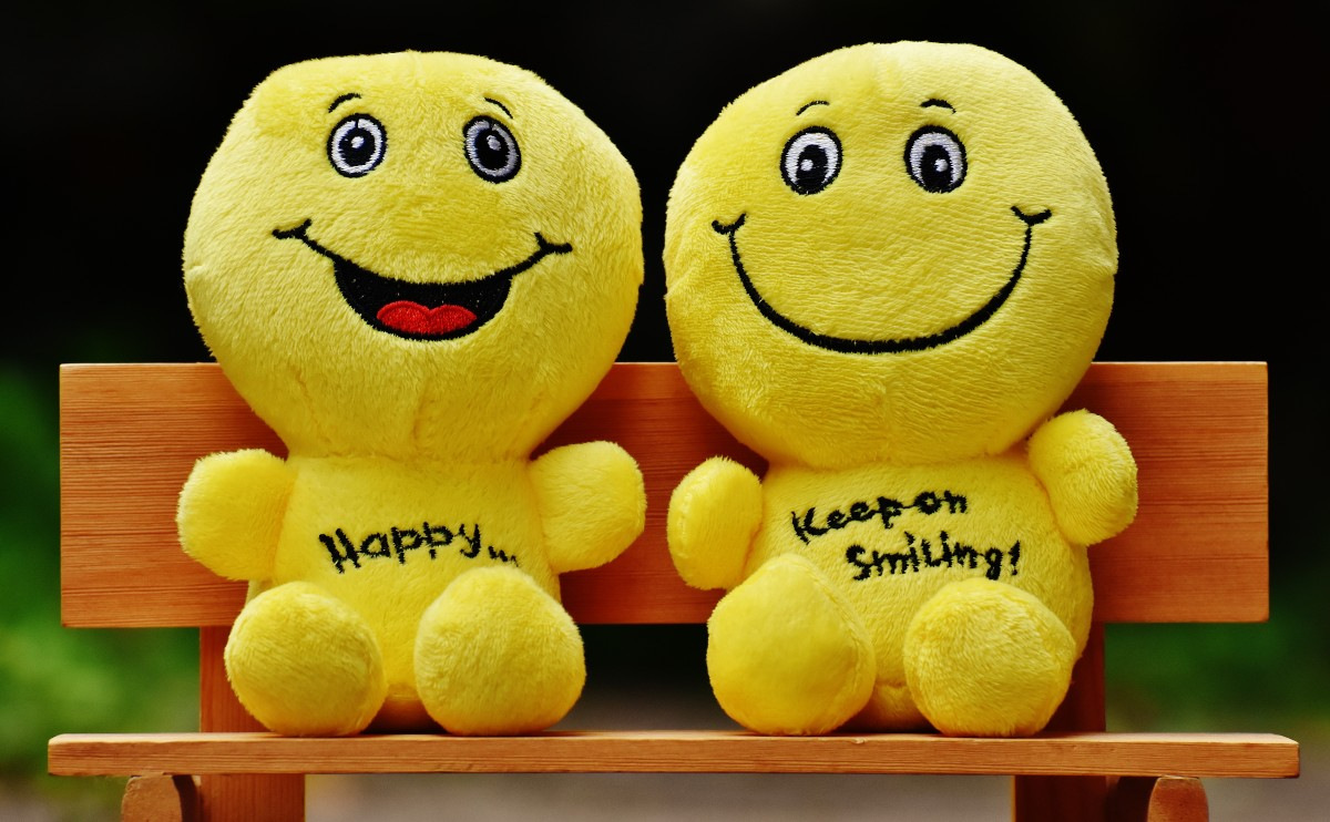 smilies_bank_sit_rest_friends_together_happy_funny-539763
