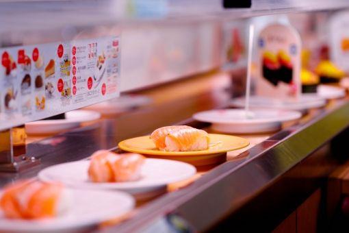 彡(^)(^)「回転寿司20皿はいつも食べる」「調子悪いときで25枚」「30はいくかなぁ」