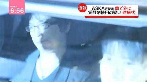 【緊急速報】 ASKA逮捕!!! ASKA「はいはい。みなさん。落ち着いて。間違いですよ」⇒ 警視庁「もう逮捕状請求したんだけど」⇒ 警察に出頭wwwwwww