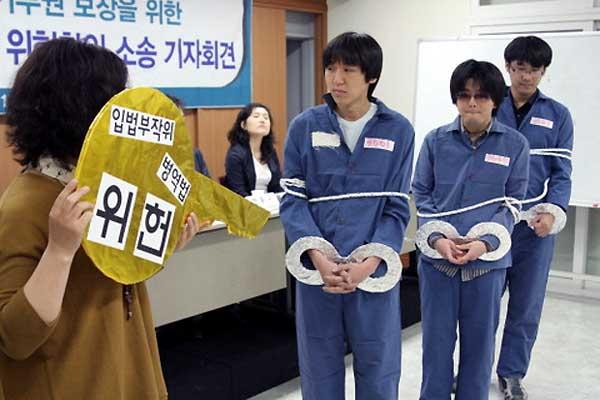 【在日発狂】兵役逃れの韓国人が日本に入国拒否されるwww 犯罪者扱いで強制送還クル━━━(°∀°)━━━!!!