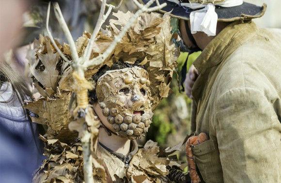 着ぐるみの破壊力。スペインの祭り「トラパゴン」の衣装がすごかった