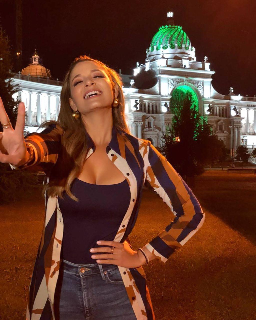 【悲報】コロンビアの美人アナウンサー、予選敗退のピンチなのにインスタでセクシーな姿を晒してしまう
