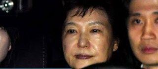 【韓国】パク・クネ元大統領、ソウル拘置所に入ると全ての服を脱いで肛門も検査する