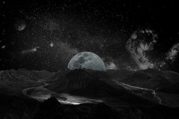 月の巨大クレーターの裏側に異常な重力を作り出すほど大質量の金属塊が眠っているという調査結果(米研究)