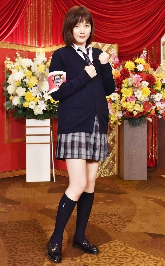 【朗報】本田翼さん、高校の制服姿を披露!!