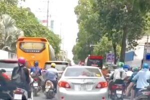 【動画】テスラのオートパイロットさんベトナムのバイクの多さに自動運転を諦めてしまう。