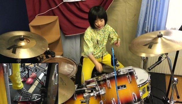 【動画】 日本の8歳のドラム少女のバチさばきをとくとご覧あれ!!