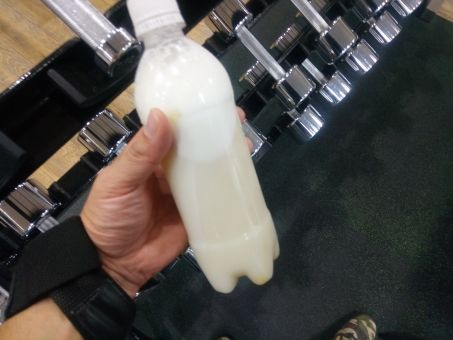【悲報】ワイ、職場でプロテイン飲んでた結果wwwwww