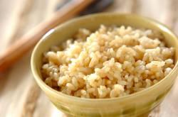 【悲報】ワイ、玄米を食ってただけで何故かめちゃくちゃ痩せるwwwwwww