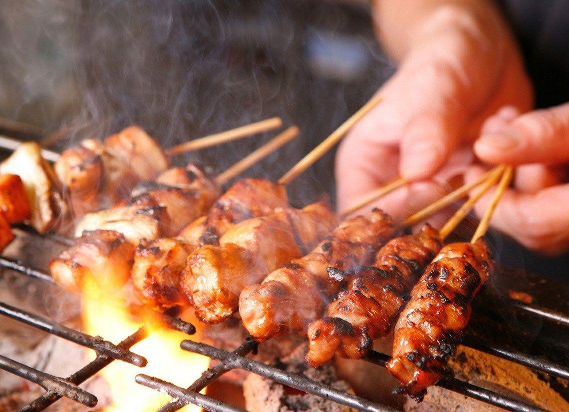 焼鳥屋「肉を串から外してシェアするのやめろよ」