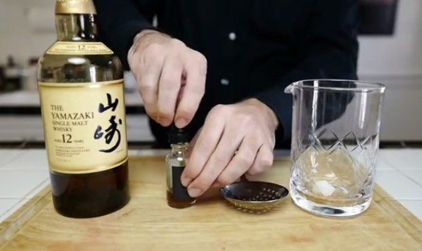 日本の山崎ウィスキーで「スモークカクテル」を簡単に作る方法。レシピ。