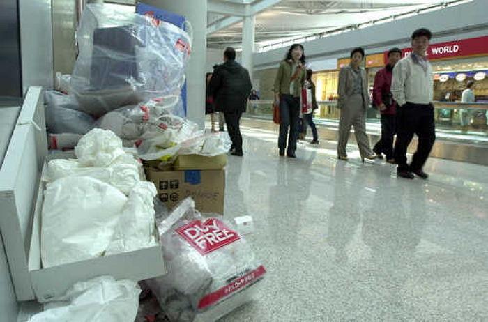 【衝撃画像】 中国人観光客が去った後の空港ロビーが酷すぎると話題にwww その写真がこれ!!!